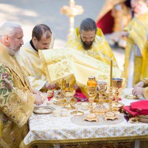 2021-07-23-Божественная-литургия-в-соборе-Петра-и-Павла-3